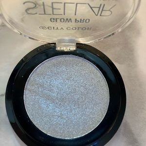 City Color Glow Pro Iridescent Highlighter